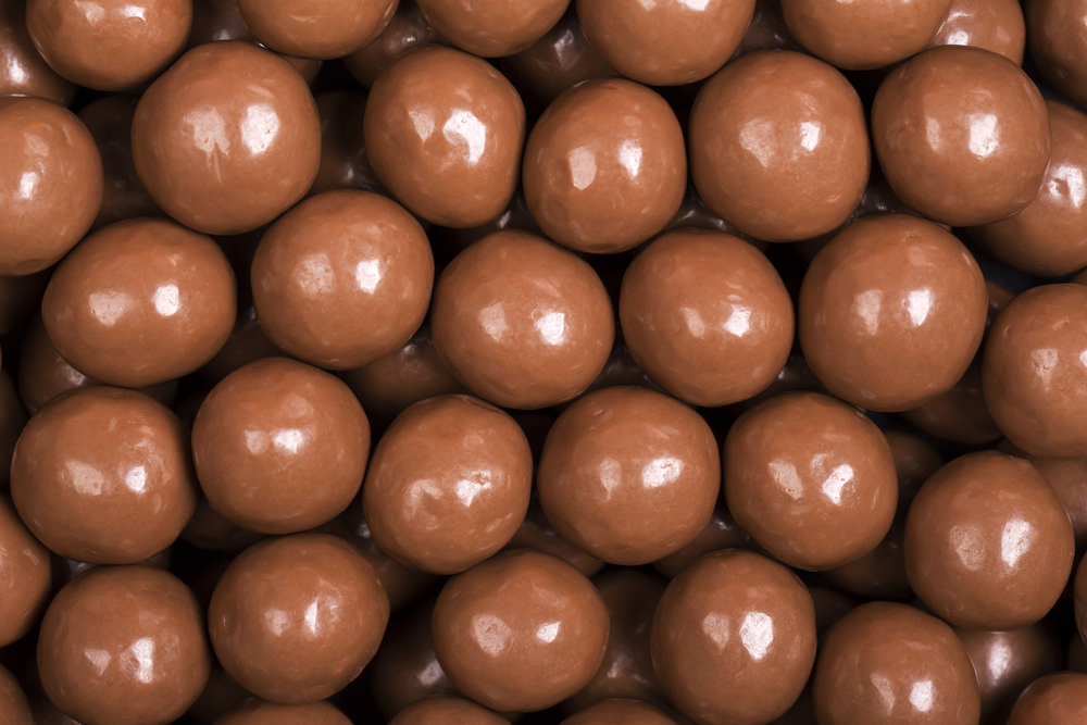 Milk/dark chocolate covered candy balls