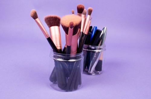 Recycle ideas: Candy Clubs used as makeup holders