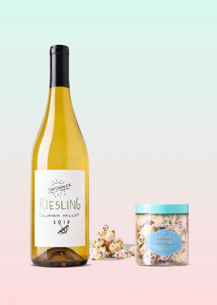 Wine and candy pairing: white wine and white chocolate (Unicorn Popcorn)